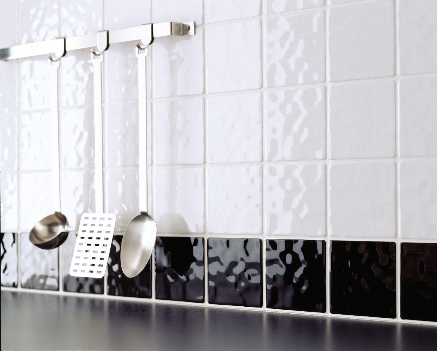 The Apeadero Blanco Tile Is A Small 10x10cm Tile Which Has A Glossy Finish And A Hammered Bumpy Effect Which Looks Restroom Tile Wall Tiles Kitchen Wall Tiles