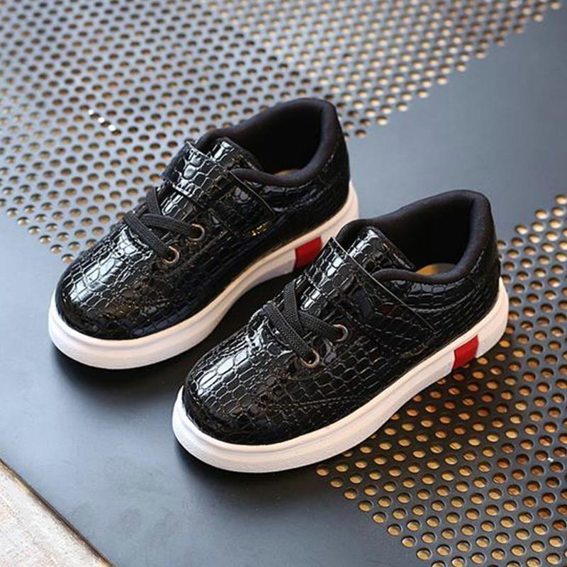 d52257a76e28 Enfants chaussures 2017 printemps sneakers enfants de mode garçons filles  blanc unique casual chaussures chaude style chaussure enfant 961