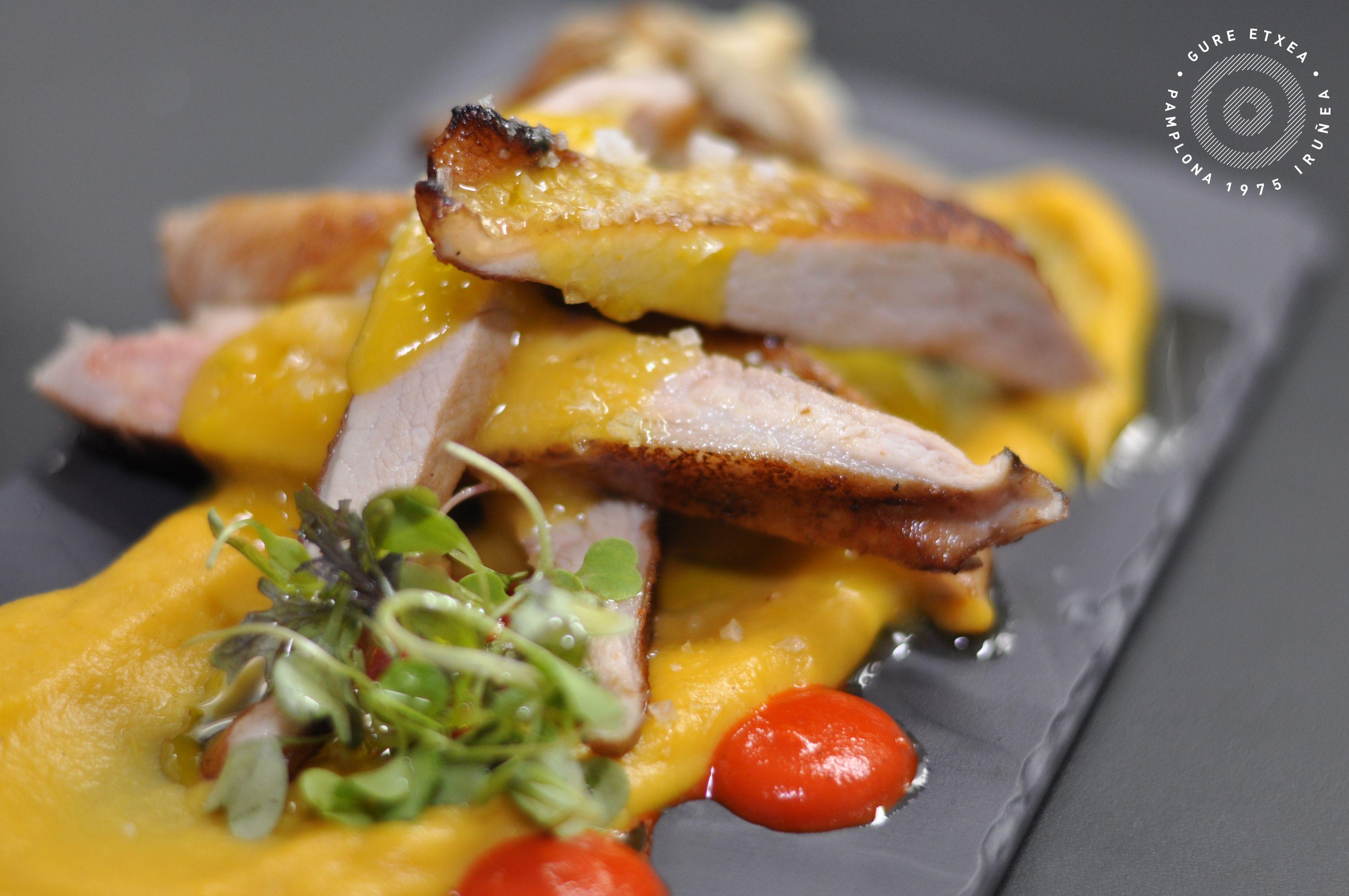 """Secreto de #cerdo con salsa de naranja y setas """"ostra"""" #venalgure #delicious #food #foodporn"""