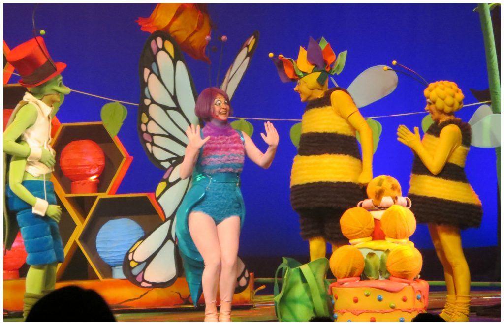 Studio 100 Tv Kleurplaten.Premiere Maya De Bij Show Maya En De Pollenbollen Recensie