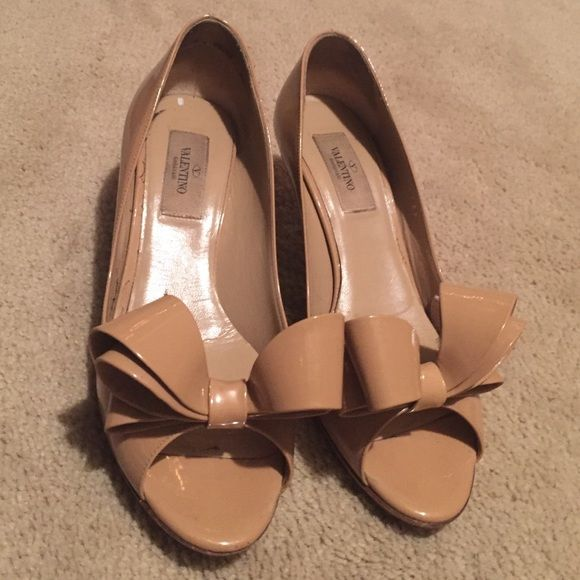Valentino bow 2 in heels- your sole pics, @tic102 Valentino 2 inch heels Valentino Shoes Heels