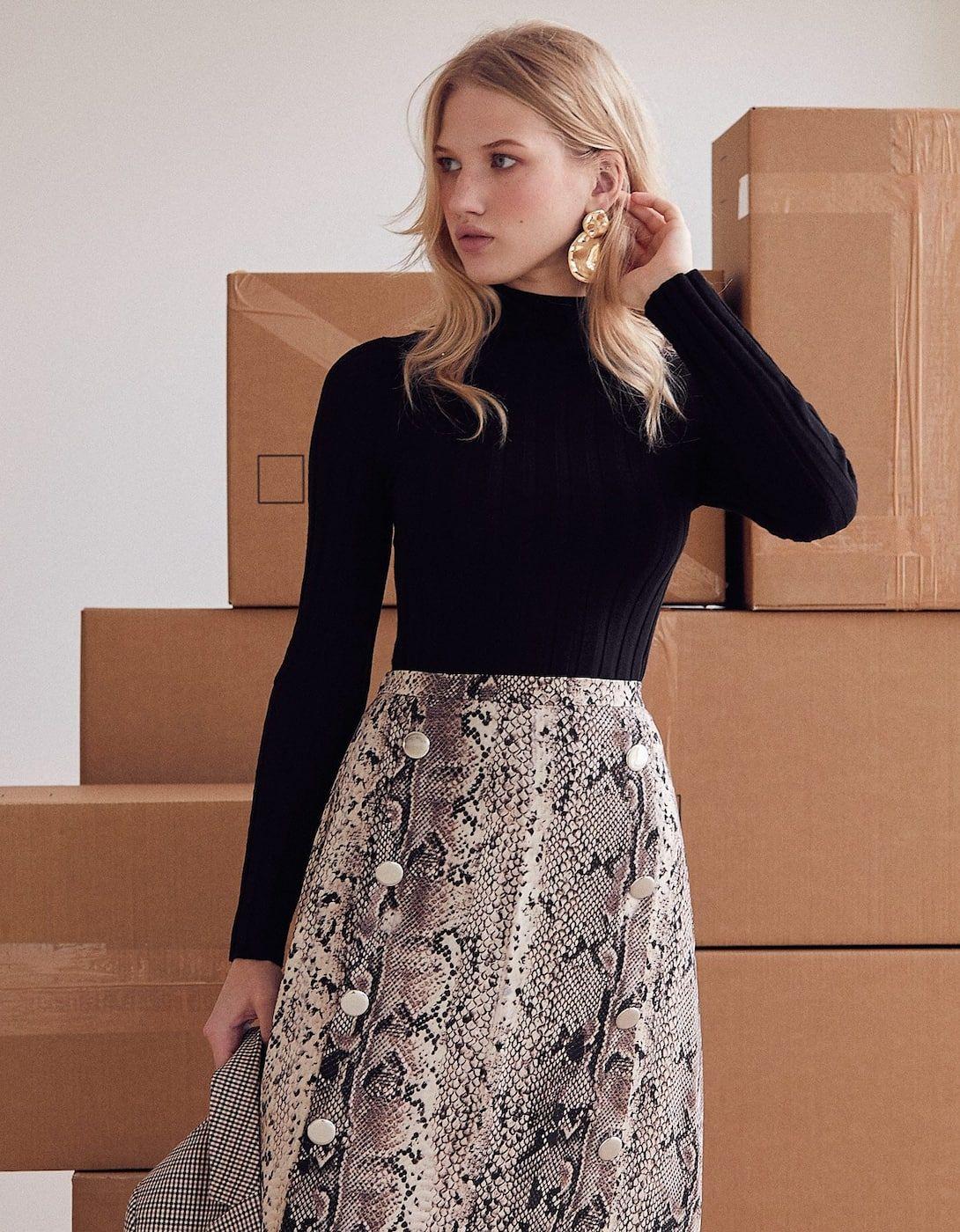 varios estilos últimas tendencias de 2019 atractivo y duradero Falda midi serpiente con doble botón | Inditex-Mango en 2019 ...
