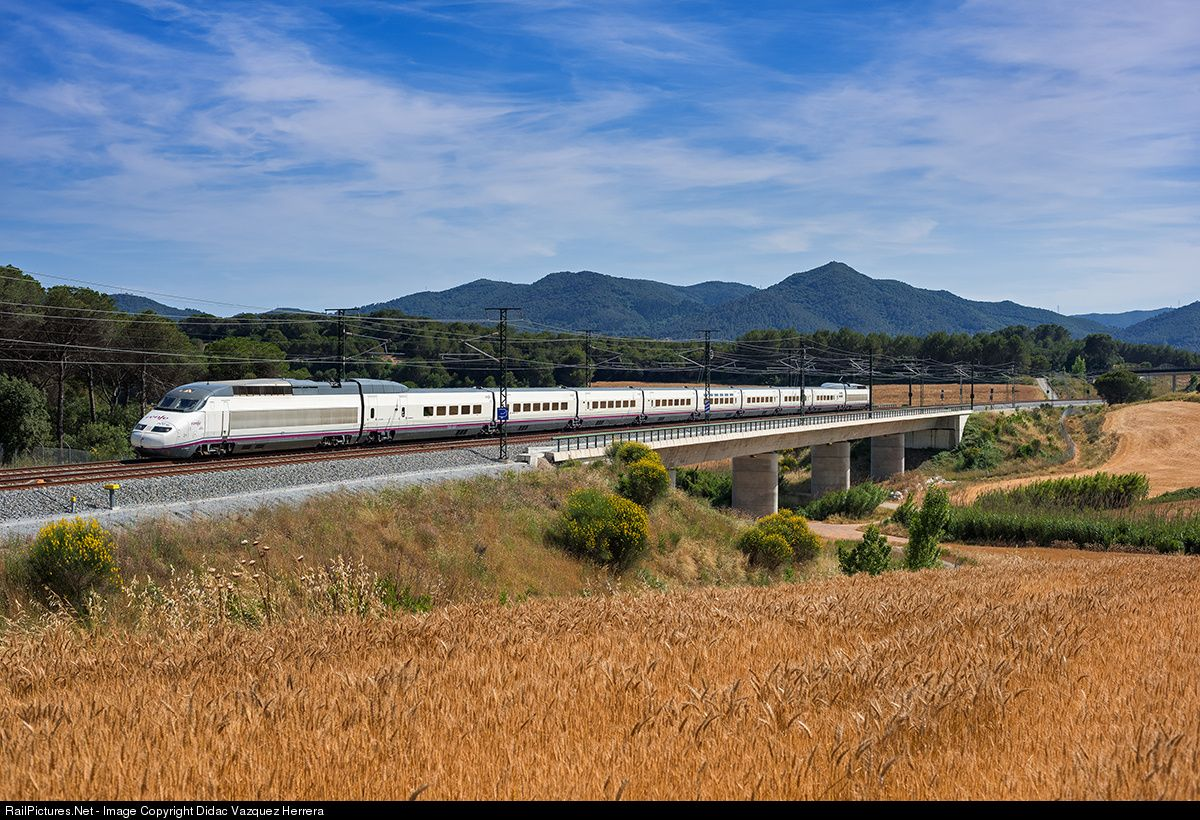 RailPictures.Net Photo: 121 Renfe 100 at Vilanova del Vallès, Spain by Didac Vazquez Herrera