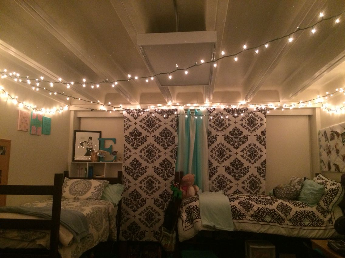 christmas lights in my dorm in gardner hall at abilene christian university dorm pinterest. Black Bedroom Furniture Sets. Home Design Ideas