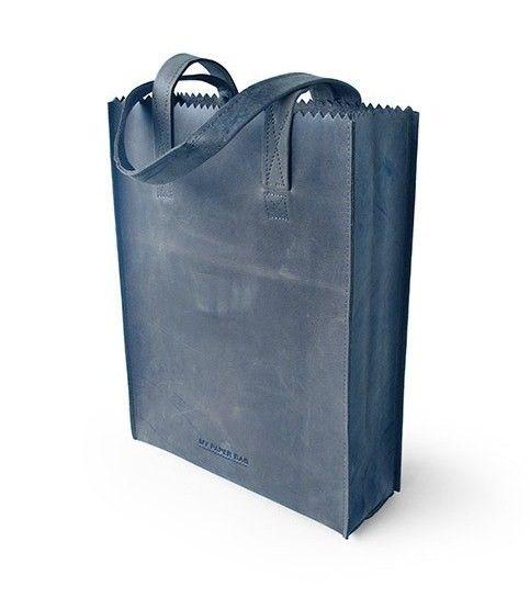 De MY PAPER BAG Zipper Indigo is ontworpen door Ramon Middelkoop voor MYOMY do goods.