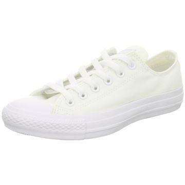 Unsere weißen Sneaker sind echte Allroundtalente. Diese Converse Sneaker low findet Ihr auf schuhe.de.