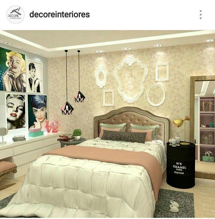 Quadros da Marilyn e Audrey no quarto