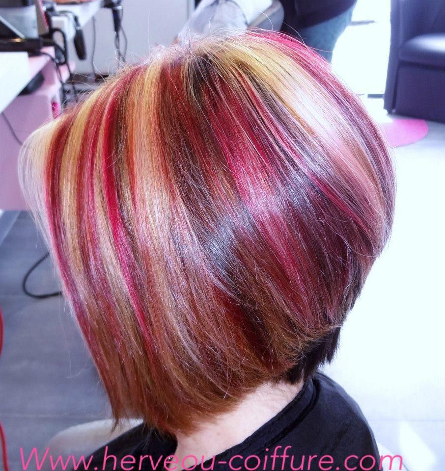 Carré plongeant et effet couleur blond et rose Coiffure