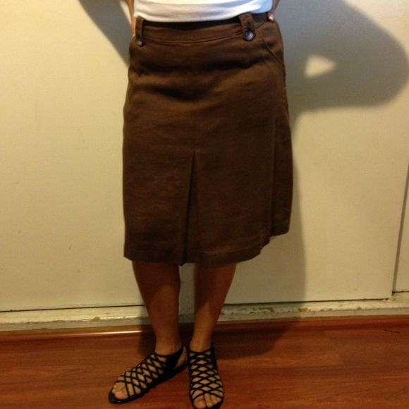 Brown skirt Brown medium length skirt with pockets and a belt loop perfect for you summer looks. 100% linen so keeps you very fresh. Extra buttons still enclosed. H&M Skirts