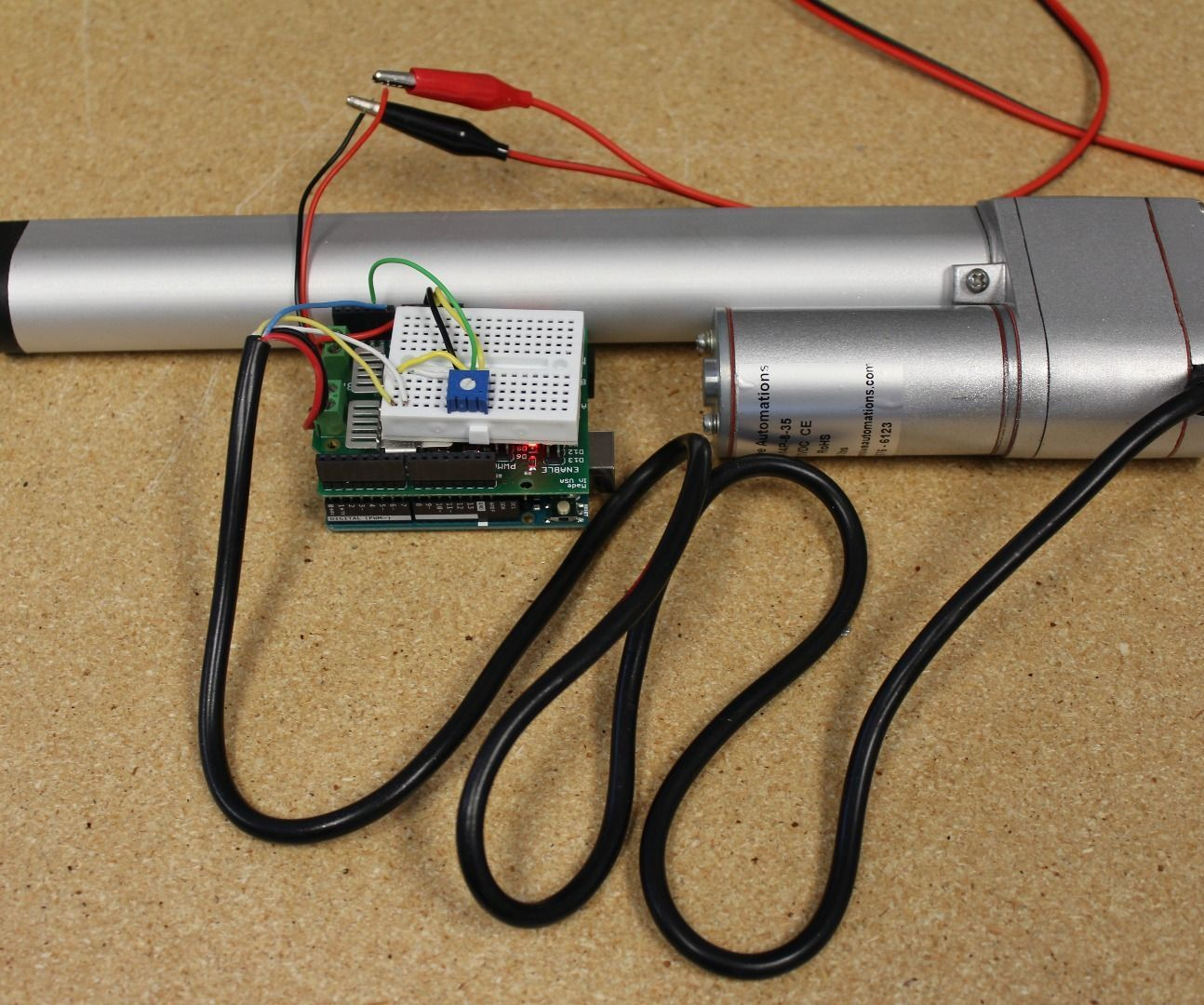 Controlling the position of an actuator with an analog