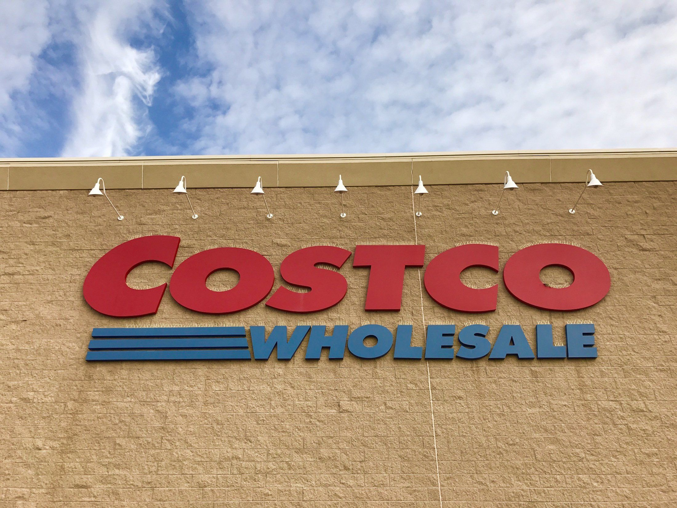 What Costco Stores Are Like In Japan Business Insider Costco Store Japan Shop Sign Design