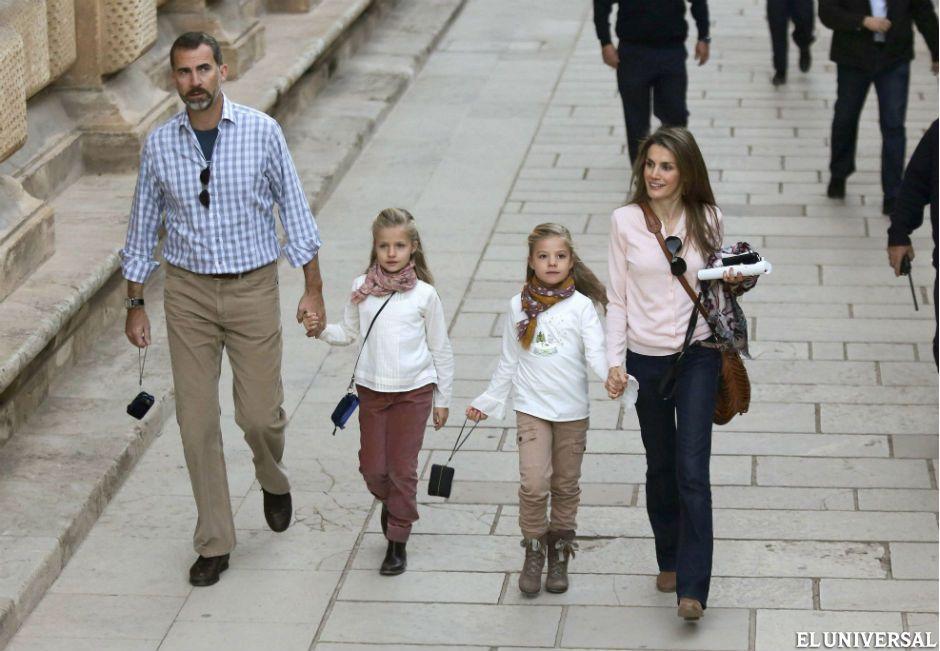 La tarea de Felipe será rescatar a la monarquía española