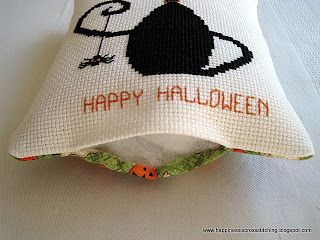 Lynn B 's finishing instructions for cross stitch : Halloween Pillow - Part 1 of 2