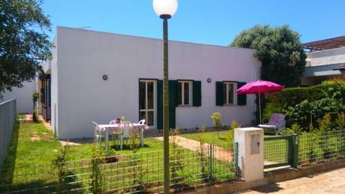 Casa Vacanze Torre Inserraglio Torre Inserraglio Featuring a terrace, Casa Vacanze Torre Inserraglio is a holiday home set in Torre Inserraglio Resort. It provides free private parking. Parco Selvaggio Natural Reserve is 5 km from the property.