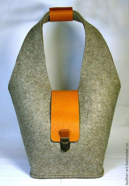 79d2e6955387 Купить или заказать Сумка войлочная женская Мешок в интернет-магазине на  Ярмарке Мастеров. Сумка сшита из войлочного полотна серого цвета, швами  наружу.