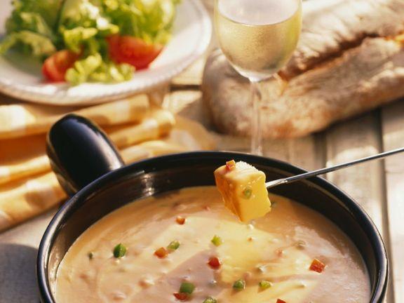 Käsefondue ist ein Rezept mit frischen Zutaten aus der Kategorie Käse. Probieren Sie dieses und weitere Rezepte von EAT SMARTER!