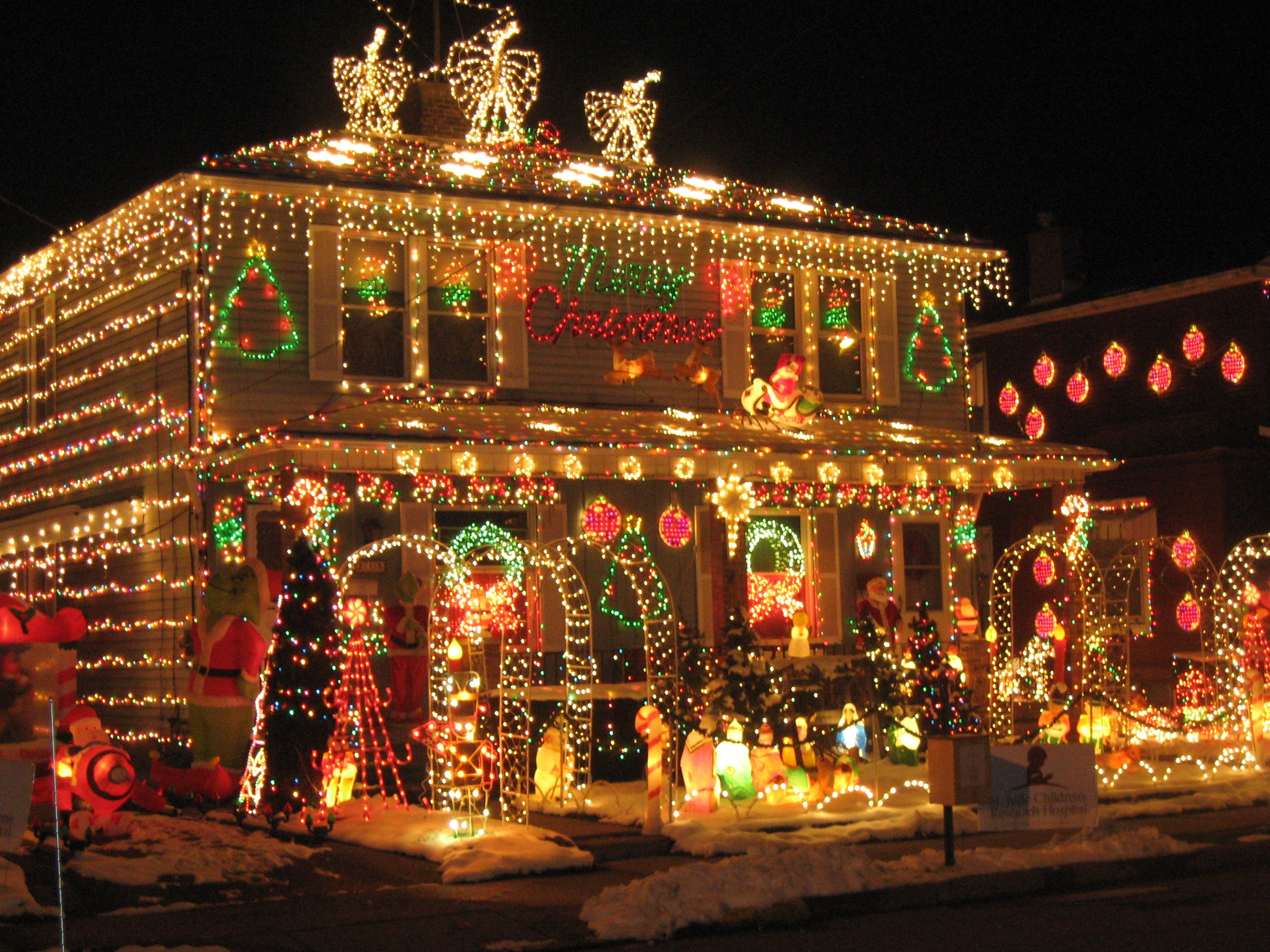 House With Christmas Lights.Lights House With Christmas Lights To Music Christmas