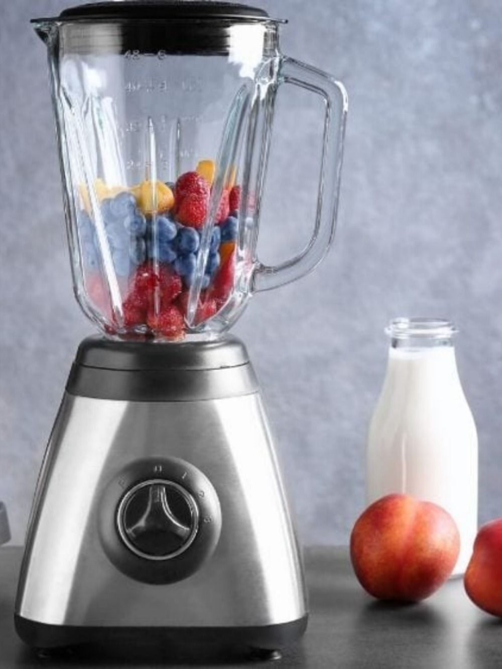 Looking for a blender that fits your budget? We've got the lowdown on the best products in different price ranges. #blenders #newhomeowners