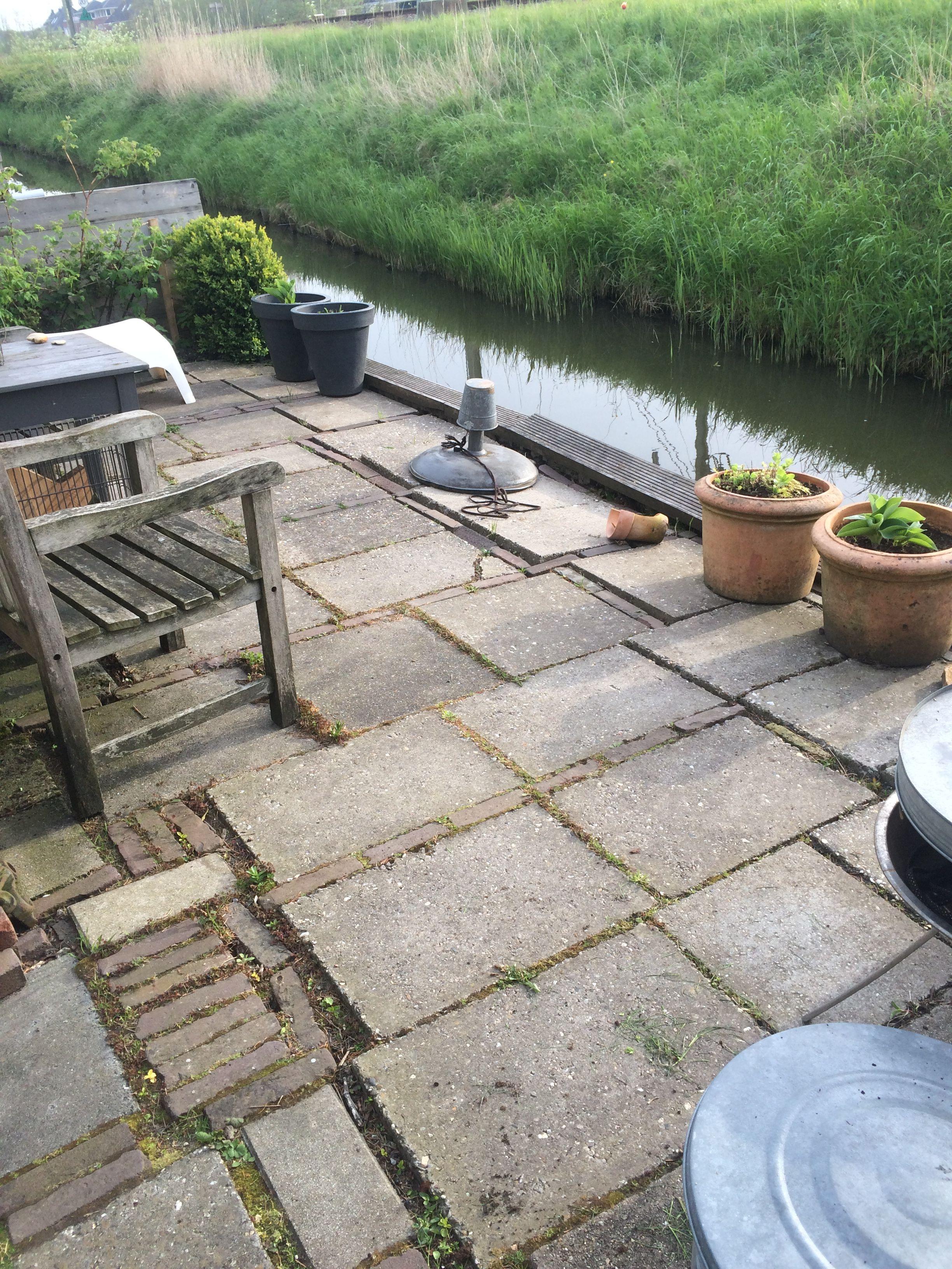 Mijn eigen tuin - 5 Terras ' aan het water' ( slootje:-) waar ik graag wegdroom over een mooie vlonder...