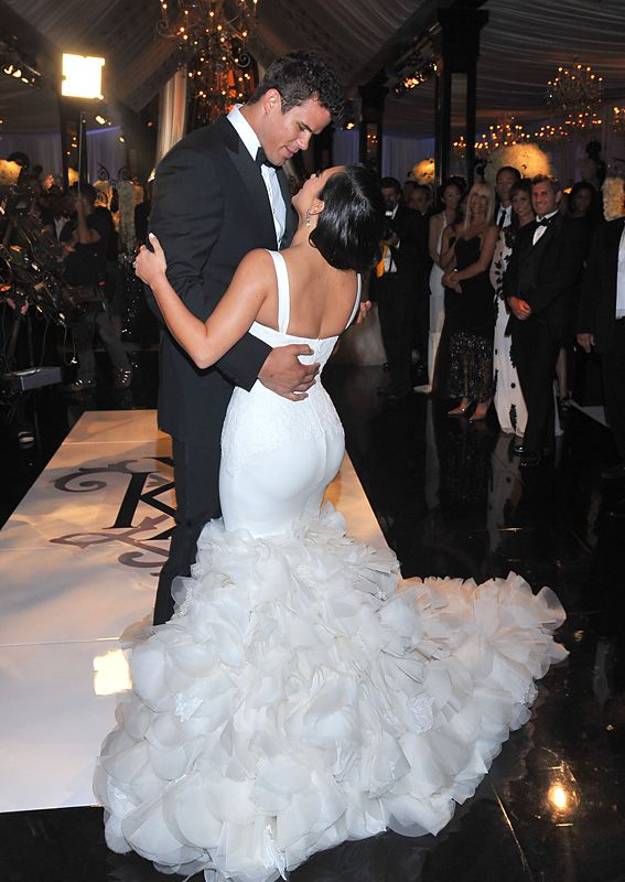 Take A Look Back At Kim Kardashian S Extravagant Wedding Mermaid Style Wedding Dress Wedding Gown Backless Kim Kardashian Wedding