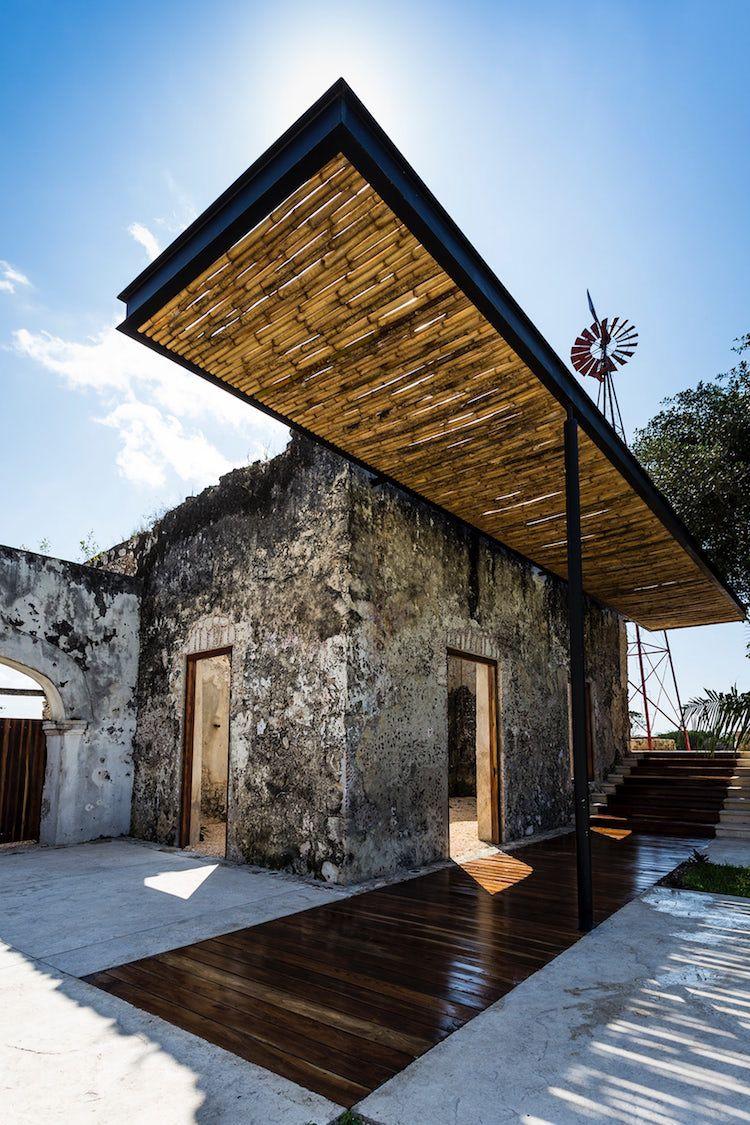 Murs En Pierre Tapis Bois Pergola Alu Canisse Bambou Architecture Pergola Terrasse Chateau Moderne