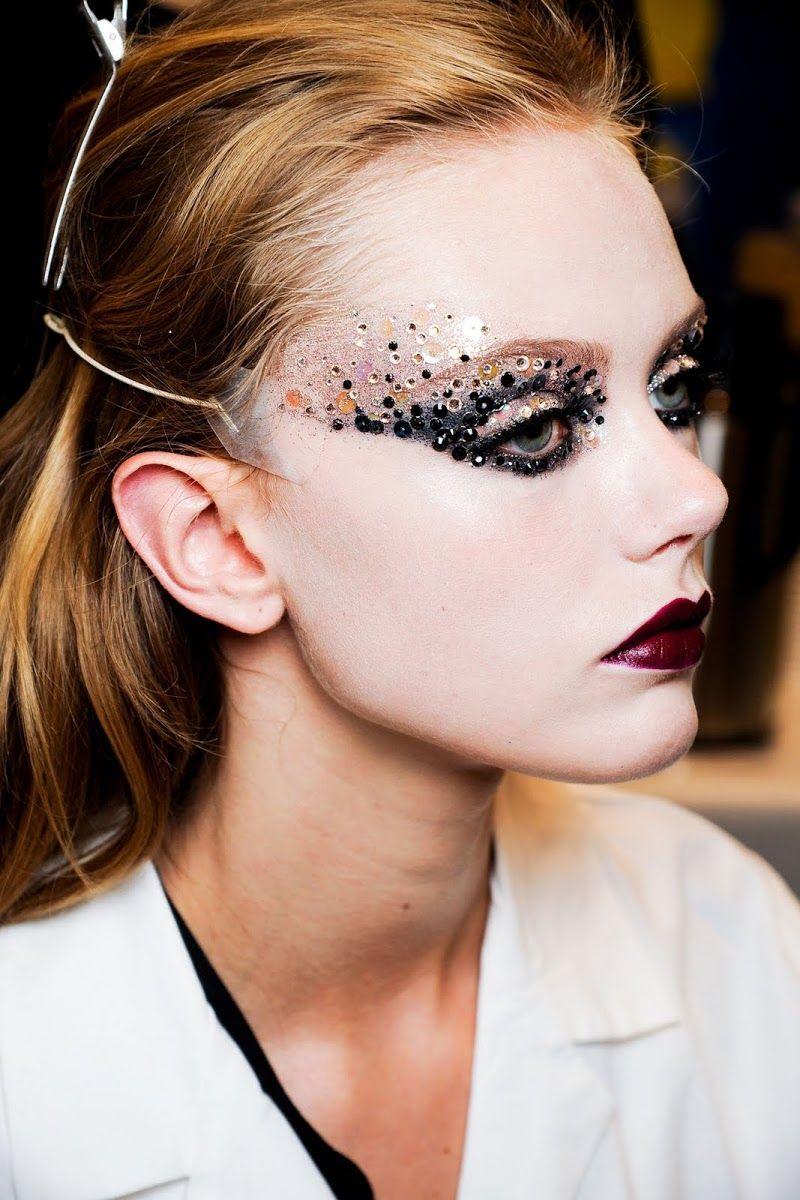 DIOR FASHION SHOW MAKE UP Fashion show makeup, Catwalk