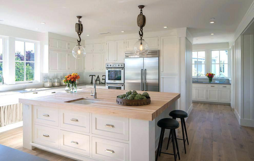 Factors To Keep In Mind About Kitchen Lighting Farmhouse Kitchen Design Farmhouse Style Kitchen Kitchen Pendant Lighting