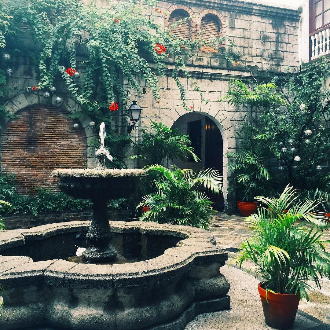 Exploring beautiful Casa Manila while visiting Intramuros. #Zenlooks by kimcamjones