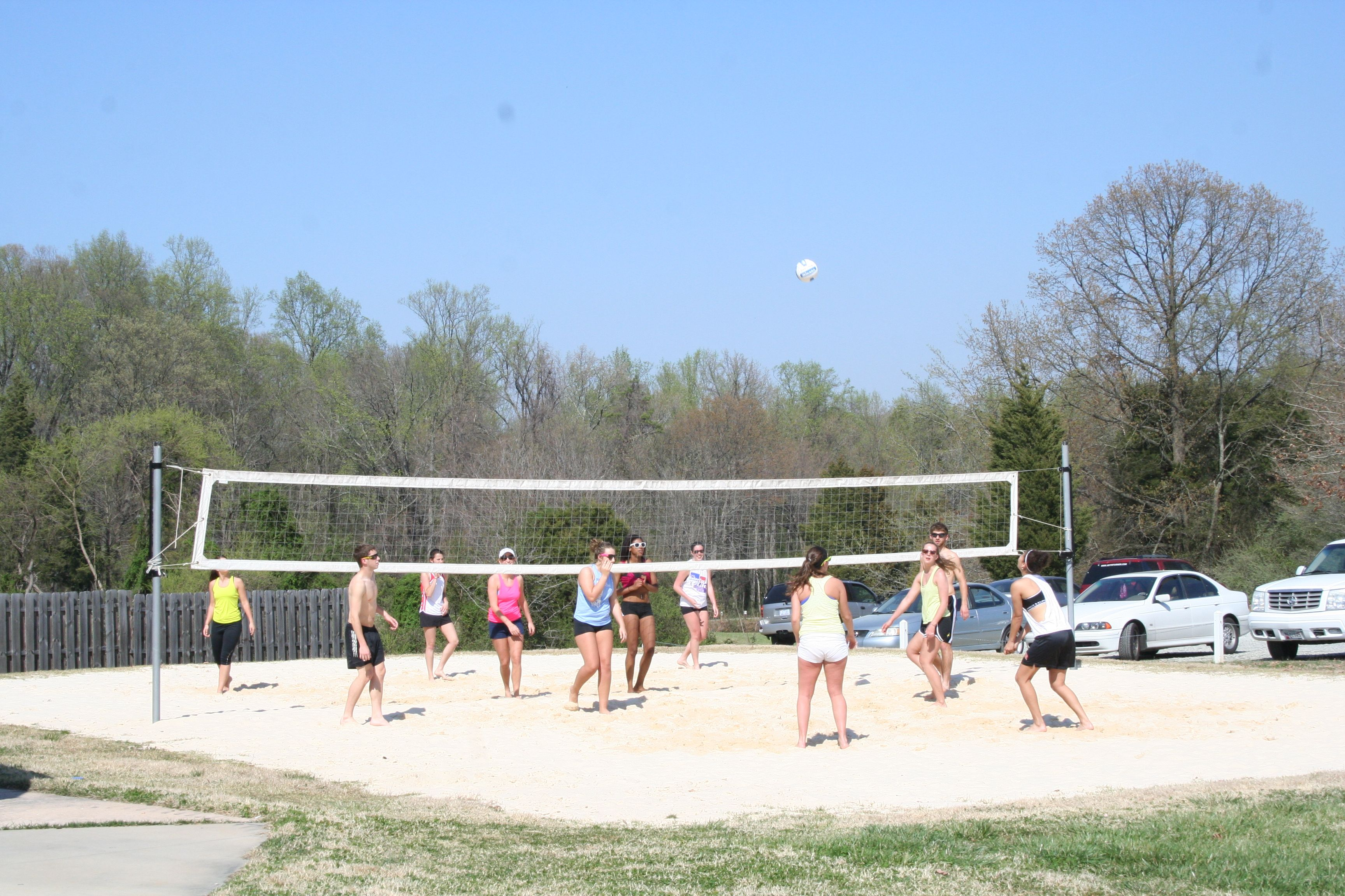 Who Doesn T Like A Friendly Game Of Volleyball You Can Find Guilford College Students Playing On Campus Guilford College College Music Festival