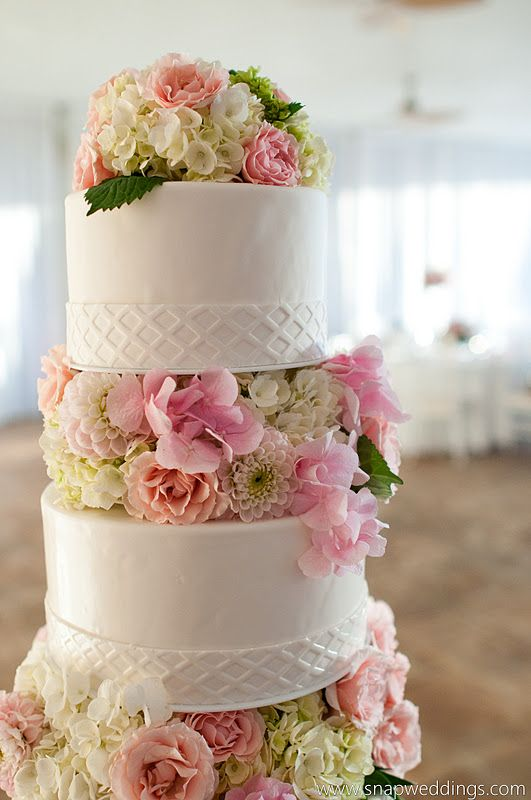 wedding cake with flowers in between layers adding flowers between layers can instantly turn a 3 tier 26882