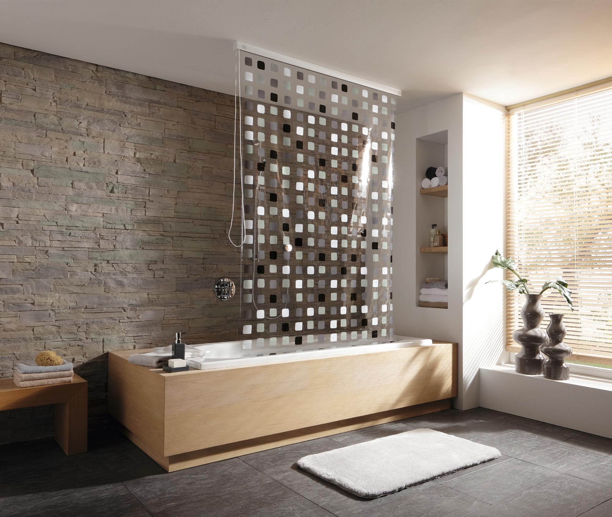 Praktischer Duschvorhang Der Einfach Zu Montieren Und Fur Ein Aufgeraumtes Ambiente Im Badezimmer Sorgt Der Duschrollo Duschvorhang Ideen Badewanne Vorhang