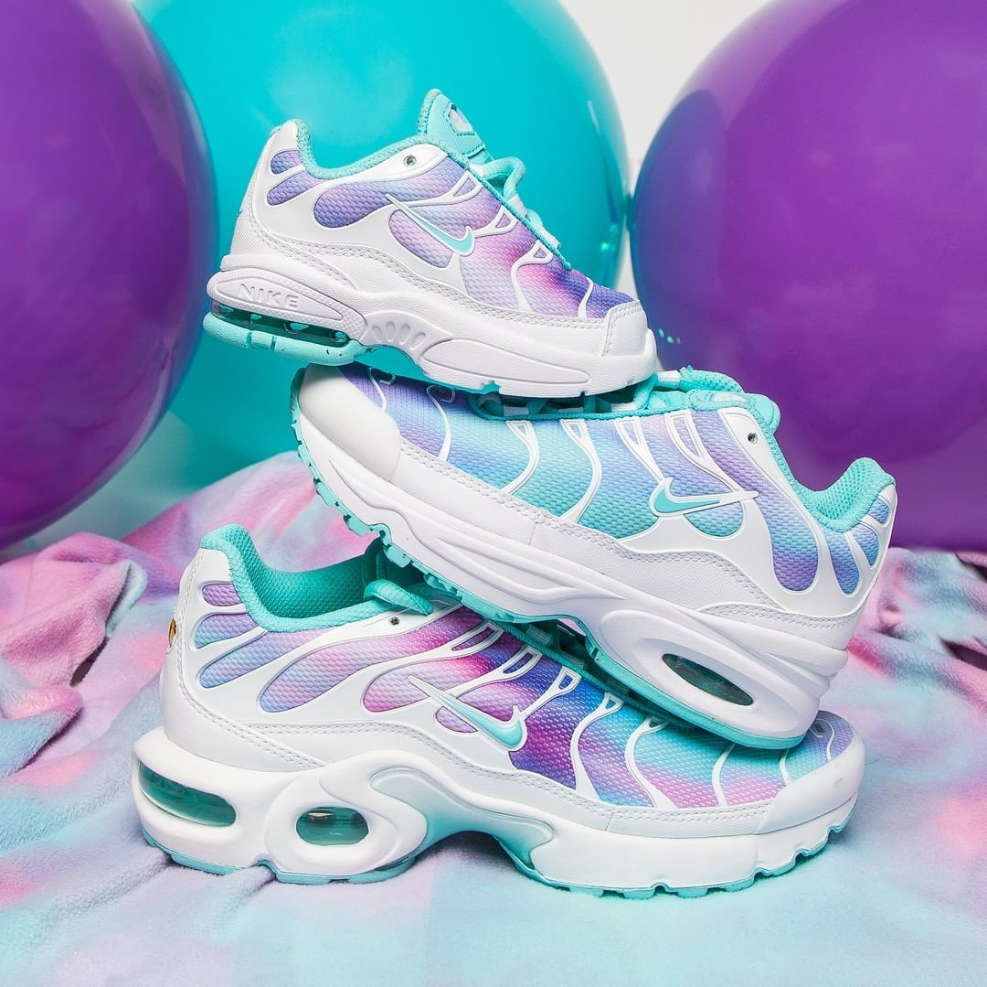 393f3b66fc For when you're feeling magical 🦄Nike Air Max