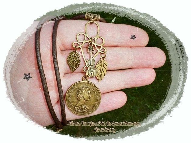 Medaillonketten - Queen Elizabeth Medaillon Lederkette Antik-Bronze - ein Designerstück von Miss-AraBeeXX bei DaWanda