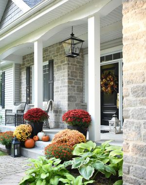 SIMPLE FALL FRONT PORCH DECOR #fallfrontporchdecor