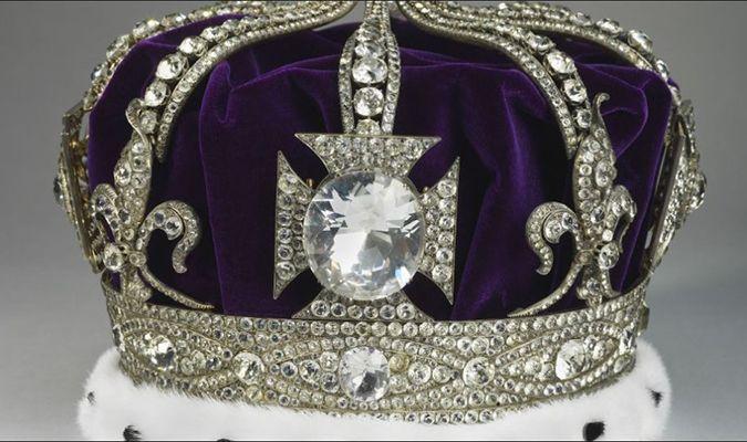 Truyền thuyết và lời nguyền về viên kim cương trên vương miện nữ hoàng Anh