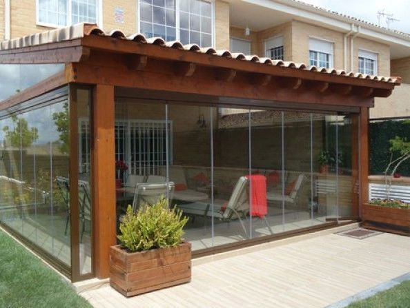 Porches de madera cerrados con cristal pergola for Porches de madera