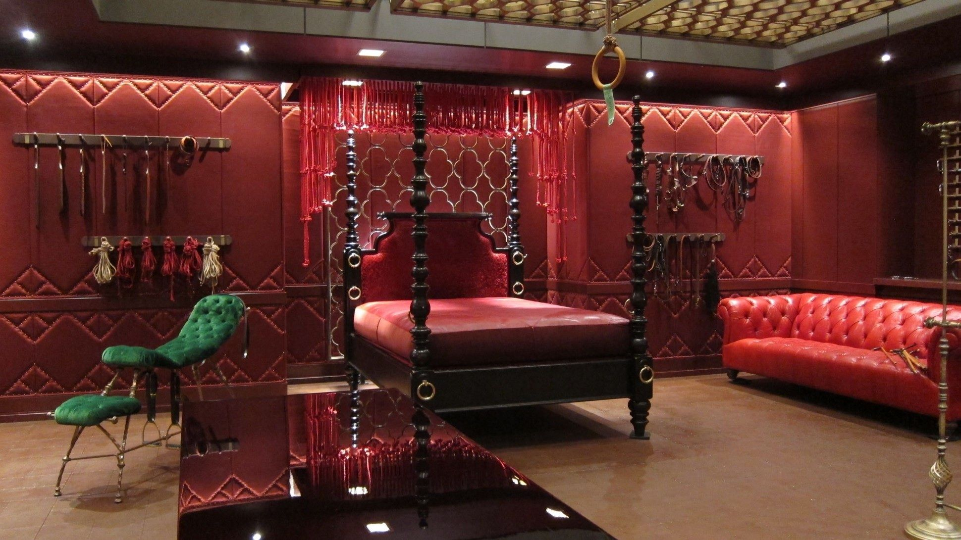 Padded Benches Living Room Chapter 1 Dracos Red Room Would Look Similar To Christian Greys