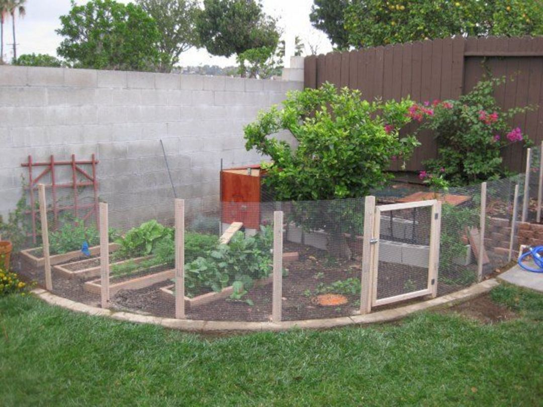 25 Simple Way To Decor Your Backyard With Small Garden Fence Ideas