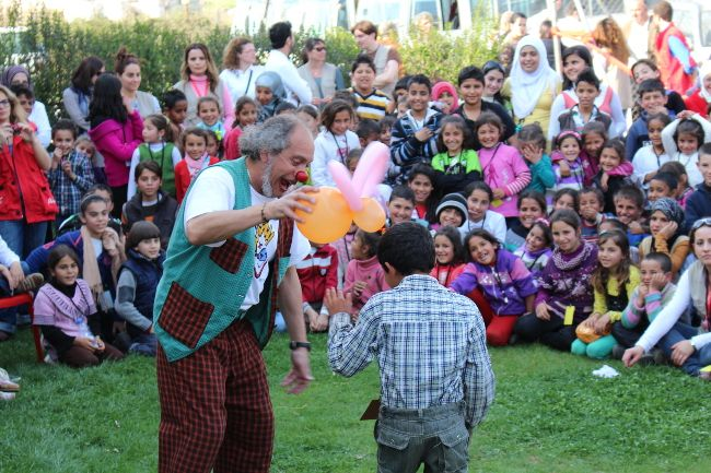 Clowns Without Borders bring fun and hope to the Children of Syria
