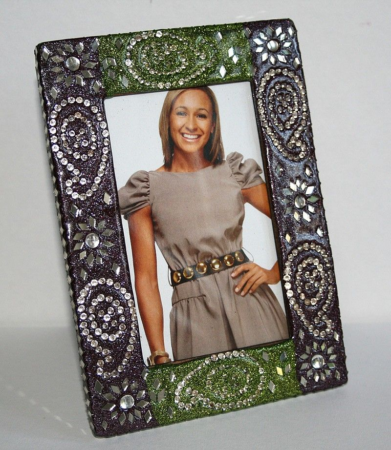 Display treasured memories in this beautiful hand crafted picture frame.