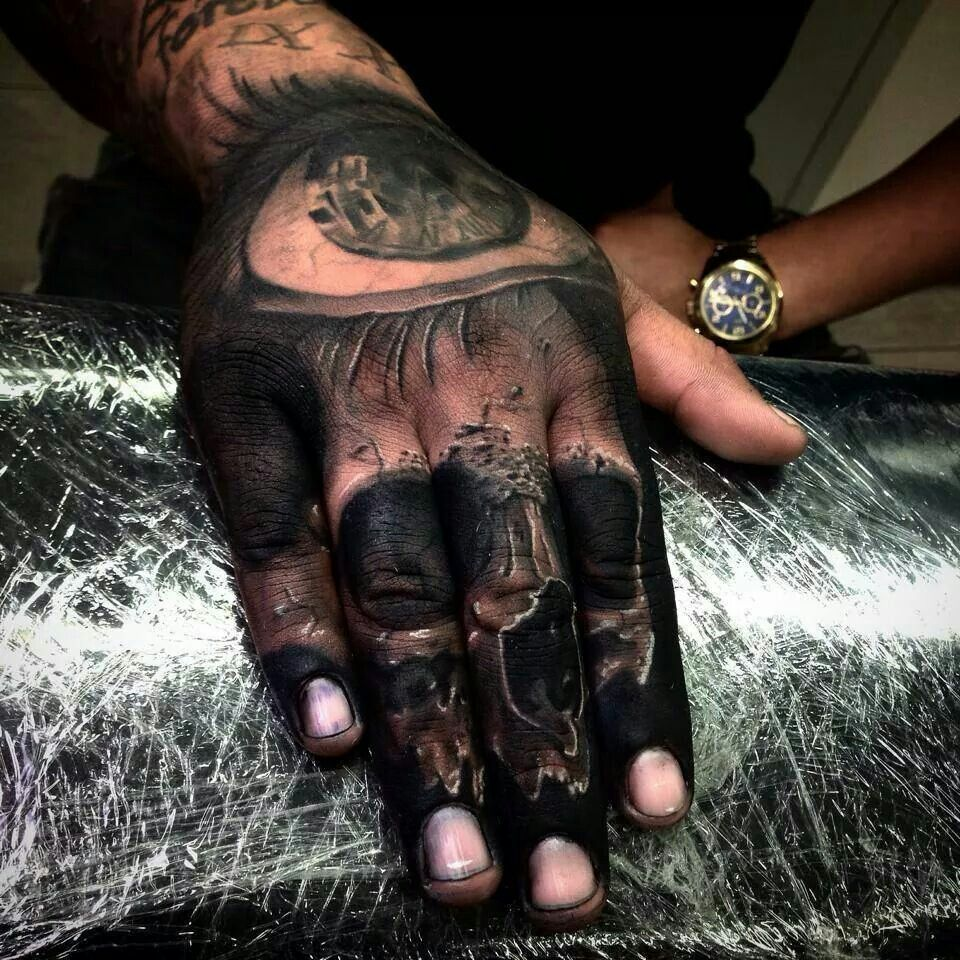 Amazing knuckle skull tattoo