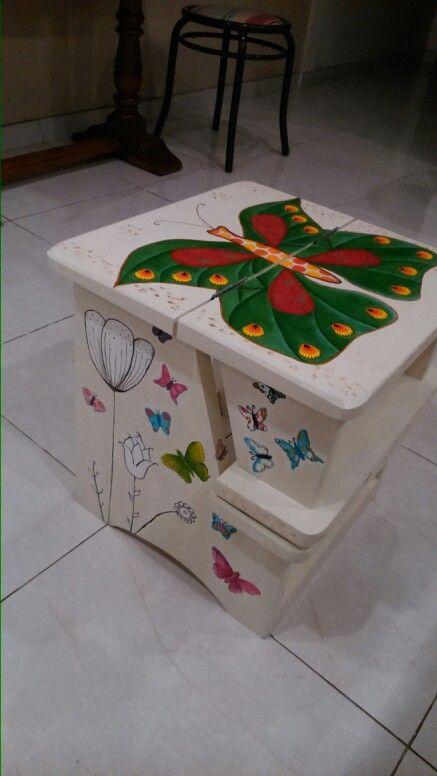 Escalera banqueta. pintada a mano, con decoupage. mariposa ...