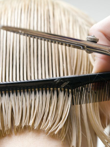 Wer kennt es nicht: Man will unbedingt eine neue Frisur ausprobieren, doch beim Friseur, kommen Zweifel auf: Soll ich das wirklich tun?