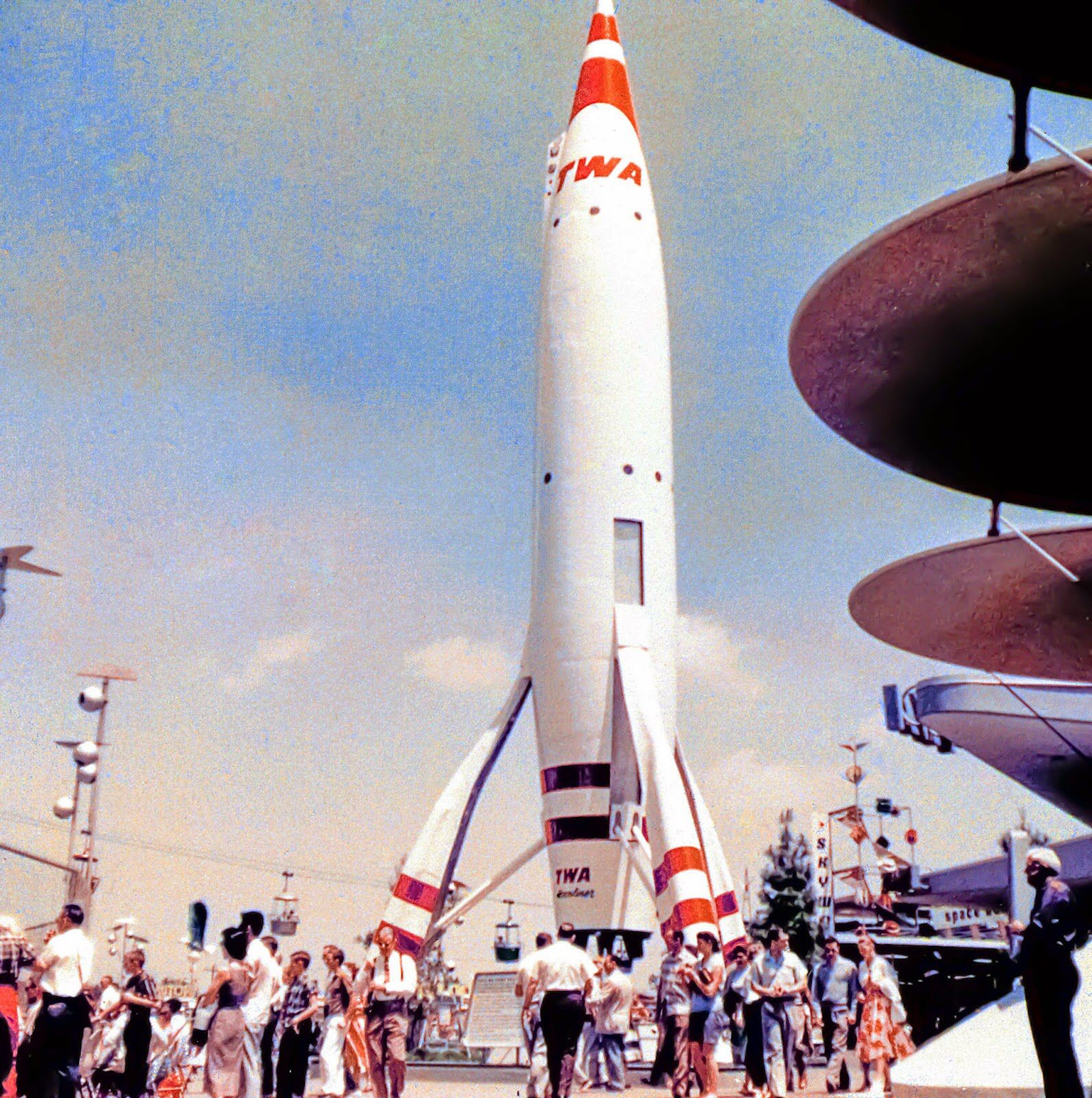 Rockets To The Moon: Daily Vintage Disneyland: The TWA Rocket To The Moon In