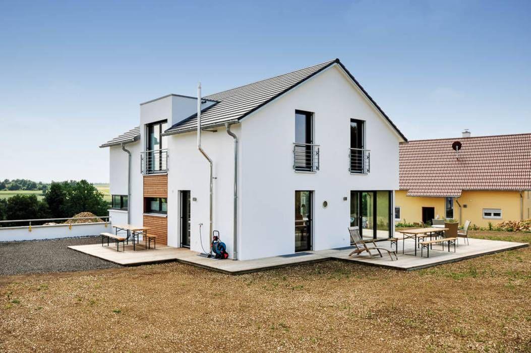 Einfamilienhaus mit doppelgarage h user von hauptvogel sch tt planungsgruppe in 2019 haus - Moderne innenarchitektur einfamilienhaus ...