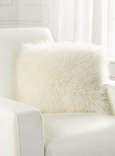le coussin fourrure de mongolie 40x40 cm pinterest simons maison fourrures et fris. Black Bedroom Furniture Sets. Home Design Ideas