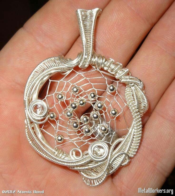 pingl par mai nabiel sur wire wonderland pinterest bijoux fil de fer et pendentif. Black Bedroom Furniture Sets. Home Design Ideas