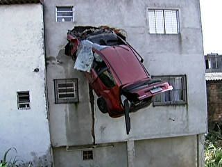 Car flies and crashes into building