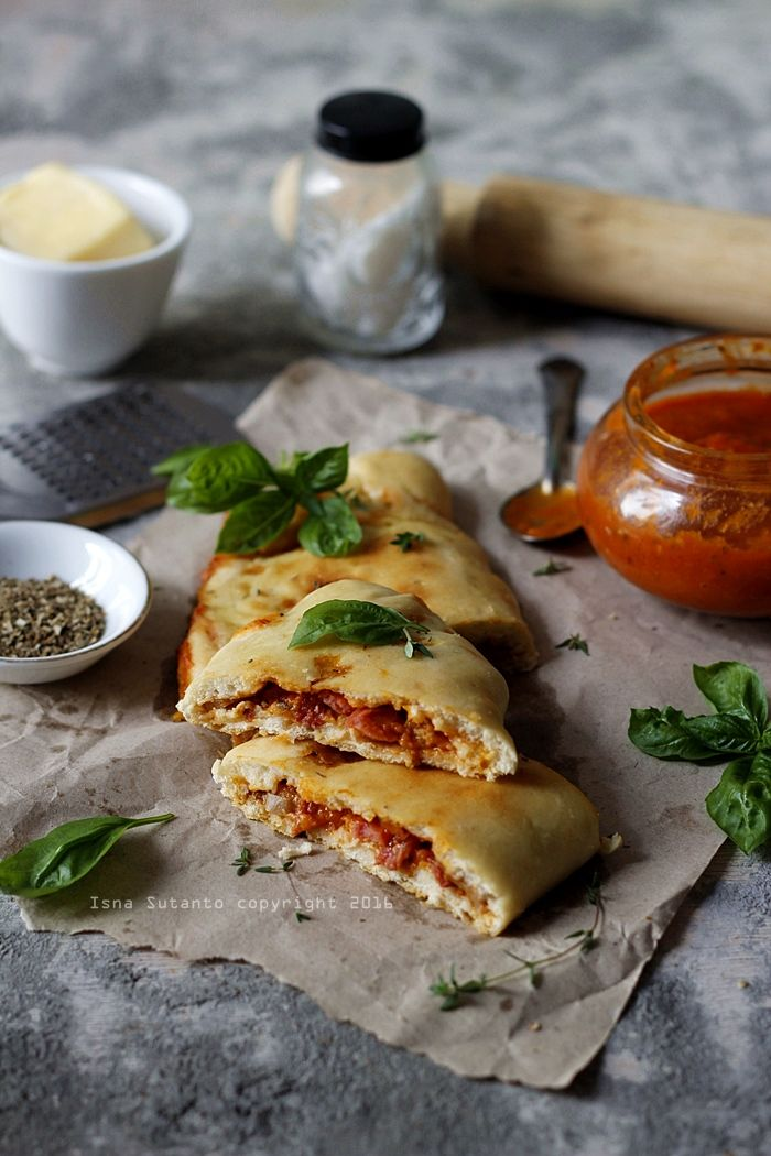 Bismillahirohmanirohim Buat Yang Sering Makan Di Resto Pizza Atau Italiano Pasti Sudah Tidak Asing Lagi Mendengar Nama Yan Pizza Calzone Calzone Adonan Piza