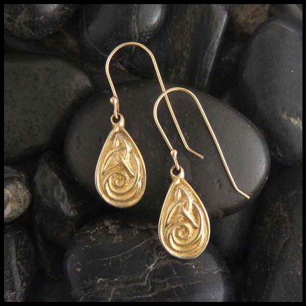 Teardrop Celtic Knot Earrings In Gold